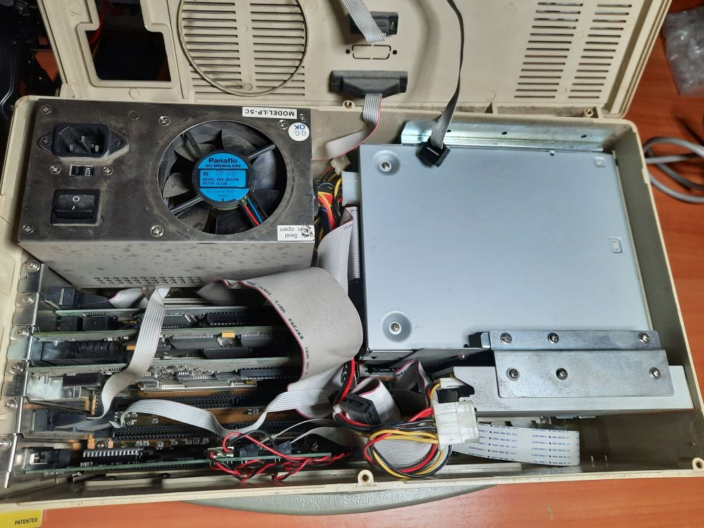 Compaq Portable PC3 opened (before cleaning)